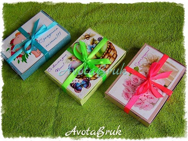 Вот такие коробочки с конфетами наделала родным и близким по разным поводам ) Как делать обертки на конфетки можно посмотреть тут https://stranamasterov.ru/node/1017910 видео тут https://youtu.be/-vAN_74cCpY  фото 1