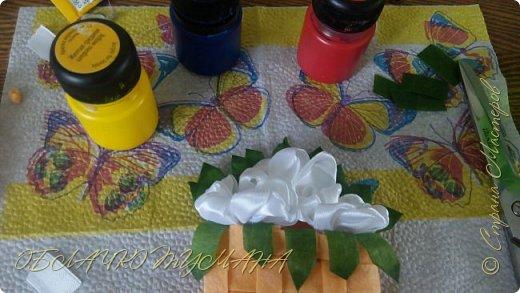 Сегодня делаем вот такую брошь. Нам понадобится:  2 кусочка фетра Нитки швейные Ленты Клей момент Лента флористическая зеленая фото 15