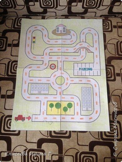 Увлекательная игра с машинками увлечет детей.  фото 1