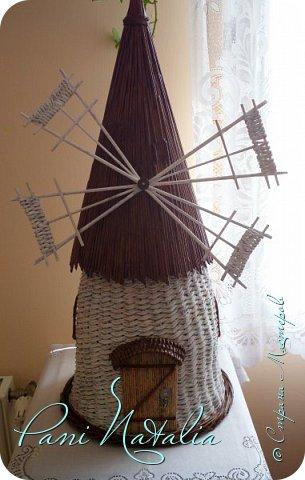 Приветствую всех жителей страны, заглянувших ко мне в гости. Сегодня я к вам с мельницей-ветряком. Плела веревочкой в две трубочки. фото 1