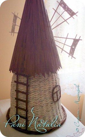 Приветствую всех жителей страны, заглянувших ко мне в гости. Сегодня я к вам с мельницей-ветряком. Плела веревочкой в две трубочки. фото 3