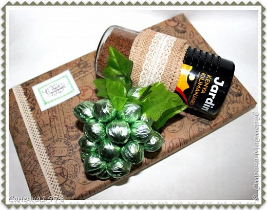 """Корзинка чайных роз ,тюльпанов и ранункулюсов. В составе конфеты """"Осенний вальс"""" , """"Тирамису"""", """"Шок-Манже"""" ,""""Кокосовый пудинг"""" ,декор и флористический материал.  фото 4"""