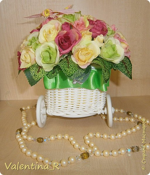 Букетик из искусственных роз в приятной цветовой гамме будут радовать зимой и летом. Прекрасное украшение любого интерьера или хороший подарок на праздник. Цветы никогда не завянут!  фото 2