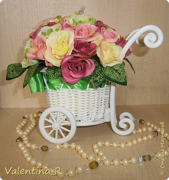 Букетик из искусственных роз в приятной цветовой гамме будут радовать зимой и летом. Прекрасное украшение любого интерьера или хороший подарок на праздник. Цветы никогда не завянут!  фото 3