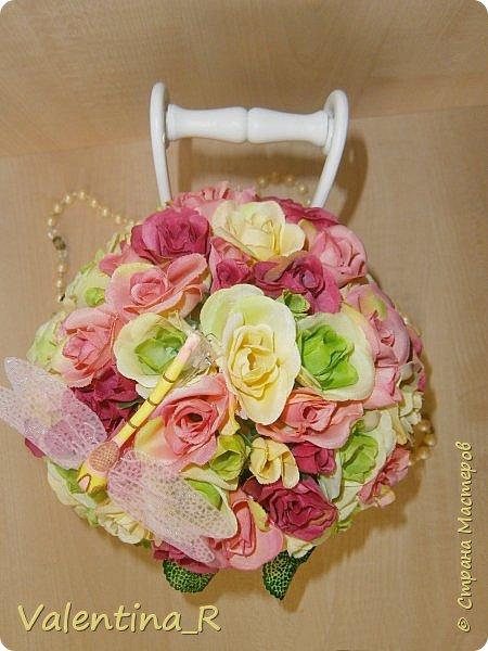 Букетик из искусственных роз в приятной цветовой гамме будут радовать зимой и летом. Прекрасное украшение любого интерьера или хороший подарок на праздник. Цветы никогда не завянут!  фото 4