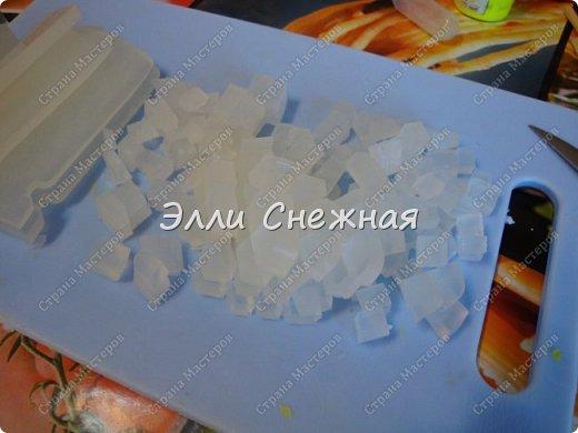 """Сегодня мы с вами сделаем мыло со свирлами. Можно сделать сразу несколько одинаковых мылец с похожим рисунком, если отлить мыльце в виде бруска, а потом разрезать на """"порции"""". фото 6"""