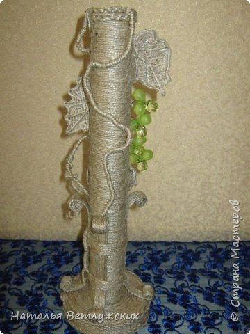 Моя новая джутовая придумка.) Очень давно дома лежала  без применения гроздь винограда и случайно снова попалась на глаза, благодаря ей и появилась новая вазочка для одного цветка. фото 3