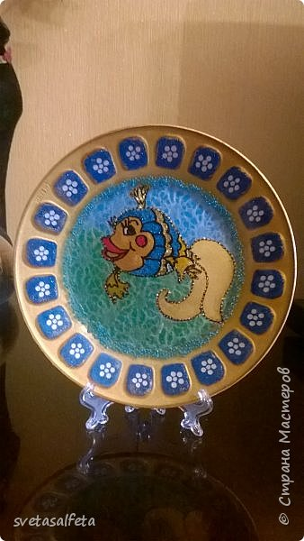 Эту тарелку делала  к Новому году.Тарелка керамика,прямой декупаж салфетки и роспись  акриловыми красками и серебряными глитерами фото 4
