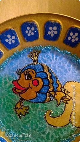 Эту тарелку делала  к Новому году.Тарелка керамика,прямой декупаж салфетки и роспись  акриловыми красками и серебряными глитерами фото 5
