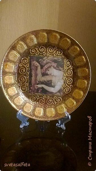 Эту тарелку делала  к Новому году.Тарелка керамика,прямой декупаж салфетки и роспись  акриловыми красками и серебряными глитерами фото 6