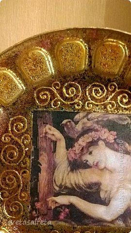 Эту тарелку делала  к Новому году.Тарелка керамика,прямой декупаж салфетки и роспись  акриловыми красками и серебряными глитерами фото 7