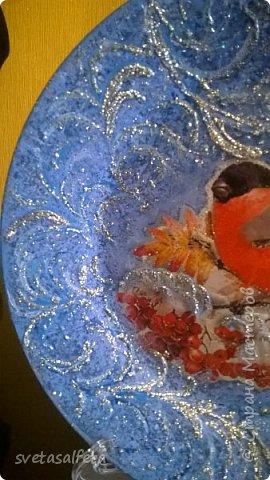 Эту тарелку делала  к Новому году.Тарелка керамика,прямой декупаж салфетки и роспись  акриловыми красками и серебряными глитерами фото 10
