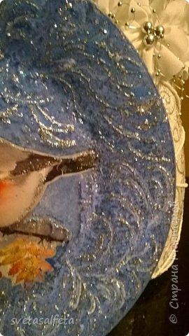 Эту тарелку делала  к Новому году.Тарелка керамика,прямой декупаж салфетки и роспись  акриловыми красками и серебряными глитерами фото 11