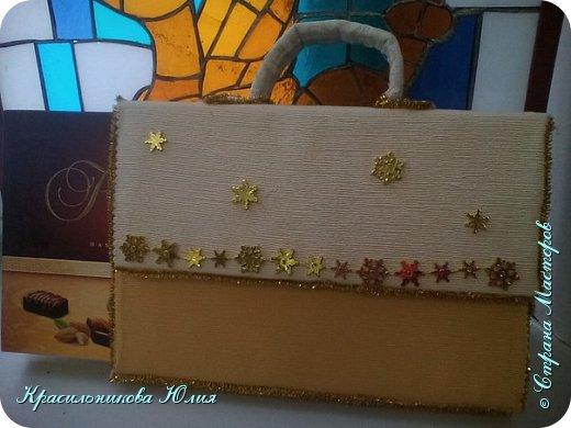Вот такую упаковку можно сделать для коробки конфет. В работе использованы гофрокартон,остающийся от бытовой техники. Фактурная ткань(обычная не смотрится). И различные яркие материалы для украшения. Склеивать лучше горячим клеем.