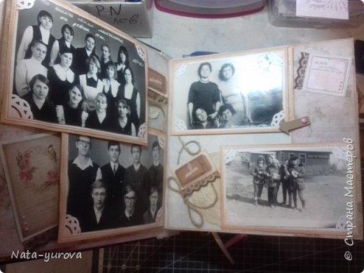 """Всем пользователям этого замечательного сайта доброго времени суток. Благодаря мастерам- рукодельникам """"Страны Мастеров"""" у меня зародилась идея создать ко дню рождения самого дорогого мне человека - маме фотоальбом. Вот такой сундучок, в котором будет храниться подарочный фотоальбом, был мной сделан в подарок на день рождения. Размер сундучка 27*27 (размер альбома 25*25), отделка кожзам, на обложке собственноручно изготовленный миниатюрный фотоаппарат, кружево, цветы, бабочки, уголки альбома во избежании потрепанности закрыла металлическими уголочками. фото 5"""