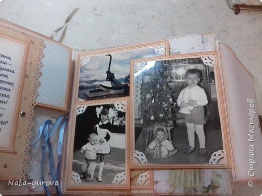 """Всем пользователям этого замечательного сайта доброго времени суток. Благодаря мастерам- рукодельникам """"Страны Мастеров"""" у меня зародилась идея создать ко дню рождения самого дорогого мне человека - маме фотоальбом. Вот такой сундучок, в котором будет храниться подарочный фотоальбом, был мной сделан в подарок на день рождения. Размер сундучка 27*27 (размер альбома 25*25), отделка кожзам, на обложке собственноручно изготовленный миниатюрный фотоаппарат, кружево, цветы, бабочки, уголки альбома во избежании потрепанности закрыла металлическими уголочками. фото 12"""