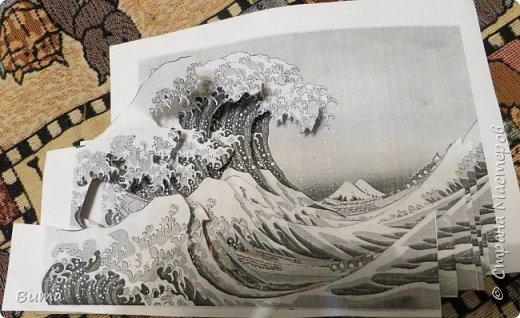 Посмотрев на замечательные работы Николая Михайловича  http://stranamasterov.ru/user/113049 И других мастеров. В голову закралась мысль: «Не пора ли, друзья мои, нам замахнуться на Кацусику, понимаете ли, нашего Хокусайя?». Ведь его гравюра «Большая волна в Канагаве»  с четким делением на планы. Так и просится, что бы ее превратили в 3D аппликацию. На фотографии гравюра, взятая из Виксклада файлов, которые можно свободно использовать в любых целях. Открыта в свободном графическом редакторе GIMP.  фото 5