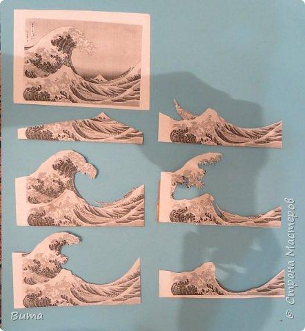 Посмотрев на замечательные работы Николая Михайловича  http://stranamasterov.ru/user/113049 И других мастеров. В голову закралась мысль: «Не пора ли, друзья мои, нам замахнуться на Кацусику, понимаете ли, нашего Хокусайя?». Ведь его гравюра «Большая волна в Канагаве»  с четким делением на планы. Так и просится, что бы ее превратили в 3D аппликацию. На фотографии гравюра, взятая из Виксклада файлов, которые можно свободно использовать в любых целях. Открыта в свободном графическом редакторе GIMP.  фото 6