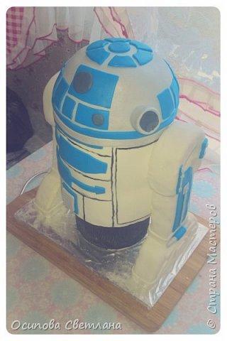 Привет, Страна Мастеров)  Стесняюсь сознаться, но я одна из тех кто очень любит «Звездные войны», поэтому была безумно рада возможности сделать тортик по одному из моих любимых персонажей – R2D2.  фото 4