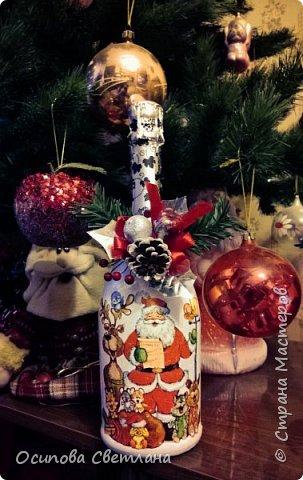 Здравствуй, Страна Мастеров)  Наверное, каждый человек мечтает, чтобы его праздник был уютным и теплым, чтобы воспоминания о нем согревали и радовали . И каждый старается придумать что-то необычное и запоминающееся.   Я попробовала украсить бутылочки на стол и подарила их своим родным и близким людям, очень надеюсь, что им понравилось)  фото 4