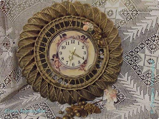 Доброго времени суток всем единомышленникам - жителям и гостям чудесной Страны Мастеров Пользуясь паузой, данной погодой в виде дождя и похолодания, решила показать свои часы, которые ещё здесь не публиковала. Так сложилось, что именно они стали моей визитной карточкой на всех выставках, так что простите, но фото будет много - накопилось. Поехали? фото 31