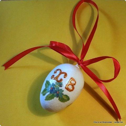 Пасхальные декоративные яйца. Изготовление петли для подвешивания на ленте яйца из пенопласта. фото 3