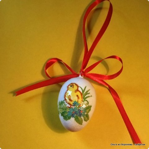 Пасхальные декоративные яйца. Изготовление петли для подвешивания на ленте яйца из пенопласта. фото 1