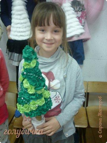 Эти поделки мы с ребятами сделали на выставку в нашем Доме детского творчества. В ход шло не только соленое тесто, но и макароны, потолочная плитка, пайетки и многое - многое другое! Этот рождественский сапожок выполнен из соленого теста. фото 5