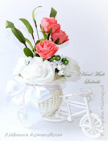 """Вот такие декоративные велосипедики превращаются у меня в сувениры) Ими можно украсить любое помещение, создать уют и даже подарить подарок!  Подарок """"Дыхание весны"""" Фиалка сказочный цветок, Никто не может с этим спорить. Созданье дивной красоты И удивительных историй!  фото 5"""