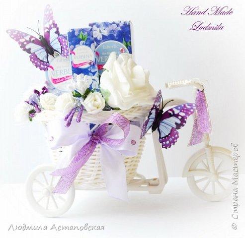 """Вот такие декоративные велосипедики превращаются у меня в сувениры) Ими можно украсить любое помещение, создать уют и даже подарить подарок!  Подарок """"Дыхание весны"""" Фиалка сказочный цветок, Никто не может с этим спорить. Созданье дивной красоты И удивительных историй!  фото 9"""