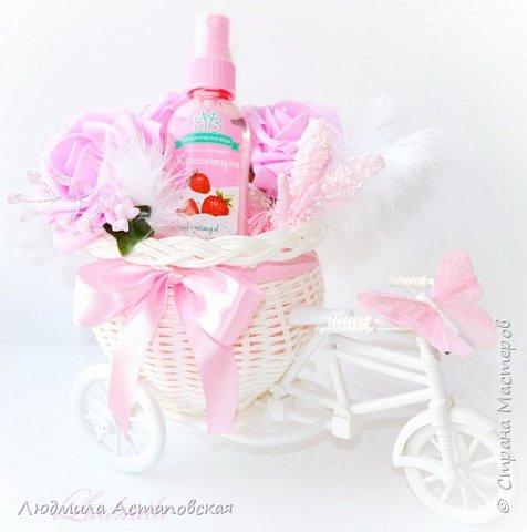 """Вот такие декоративные велосипедики превращаются у меня в сувениры) Ими можно украсить любое помещение, создать уют и даже подарить подарок!  Подарок """"Дыхание весны"""" Фиалка сказочный цветок, Никто не может с этим спорить. Созданье дивной красоты И удивительных историй!  фото 14"""
