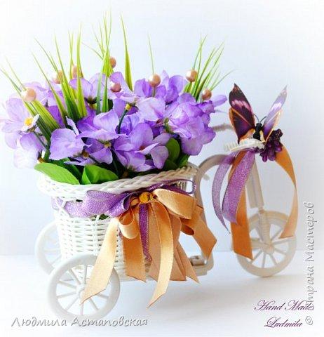 """Вот такие декоративные велосипедики превращаются у меня в сувениры) Ими можно украсить любое помещение, создать уют и даже подарить подарок!  Подарок """"Дыхание весны"""" Фиалка сказочный цветок, Никто не может с этим спорить. Созданье дивной красоты И удивительных историй!  фото 1"""
