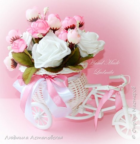 """Вот такие декоративные велосипедики превращаются у меня в сувениры) Ими можно украсить любое помещение, создать уют и даже подарить подарок!  Подарок """"Дыхание весны"""" Фиалка сказочный цветок, Никто не может с этим спорить. Созданье дивной красоты И удивительных историй!  фото 3"""