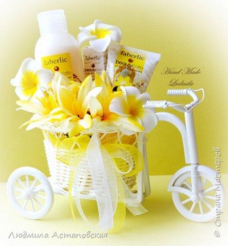 """Вот такие декоративные велосипедики превращаются у меня в сувениры) Ими можно украсить любое помещение, создать уют и даже подарить подарок!  Подарок """"Дыхание весны"""" Фиалка сказочный цветок, Никто не может с этим спорить. Созданье дивной красоты И удивительных историй!  фото 6"""