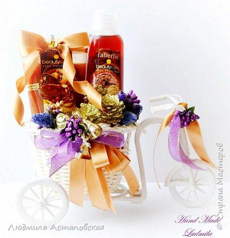"""Вот такие декоративные велосипедики превращаются у меня в сувениры) Ими можно украсить любое помещение, создать уют и даже подарить подарок!  Подарок """"Дыхание весны"""" Фиалка сказочный цветок, Никто не может с этим спорить. Созданье дивной красоты И удивительных историй!  фото 11"""
