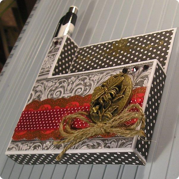 Продолжаю показ.... На 8 марта нужно было что то делать для подарков, и что то быстрое и качественное, и вспомнились мне Олины магнитики..  вот такие у Олюшки были в разработке, http://stranamasterov.ru/node/742304  и я приступила... какая была бумага в заначке с такой и делала... фото 4
