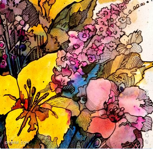 Попробовала сделать что-то новое для себя))). Размер картинки примерно 40х60, бумага пол ватмана натянута на деревянный планшетик. Акварельными заливками и набрызгом сделала букет цветов, а украсила элементами зентангла.  Использовала краски акриловые,краску- спрей золотого цвета, чёрный маркер и гелевую ручку. Вот что получилось у меня. Интересная техника, хочется сделать ещё что-нибудь в этом духе).  фото 4