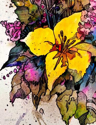 Попробовала сделать что-то новое для себя))). Размер картинки примерно 40х60, бумага пол ватмана натянута на деревянный планшетик. Акварельными заливками и набрызгом сделала букет цветов, а украсила элементами зентангла.  Использовала краски акриловые,краску- спрей золотого цвета, чёрный маркер и гелевую ручку. Вот что получилось у меня. Интересная техника, хочется сделать ещё что-нибудь в этом духе).  фото 6