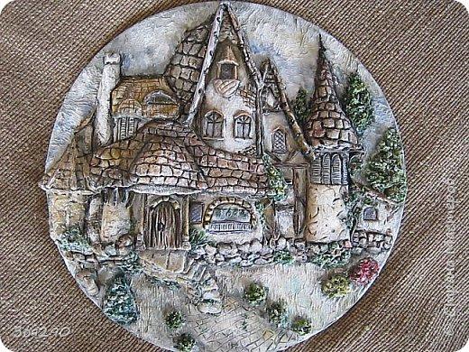 Где-то он есть, этот замок из сказки, Радуга блещет, играя, звеня, Щедро раздаривая чудо-краски… …только в том замке, увы, нет меня. фото 1