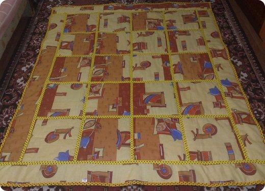 Вот такое мальчуковое одеялко сшилось в подарок, родился у моей подруги долгожданный первый внучок, вообще самый первый, единственный. Горохи рулят!!! И квадраты с рисунками мне очень нравятся, и ткань отличная! фото 5