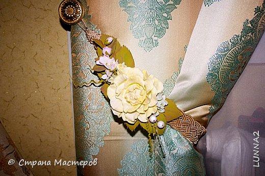 Мои первые подхваты (цветы) из фоамирана. Подхват-косичка был куплен в магазине, а цветочком решила дополнить. фото 5