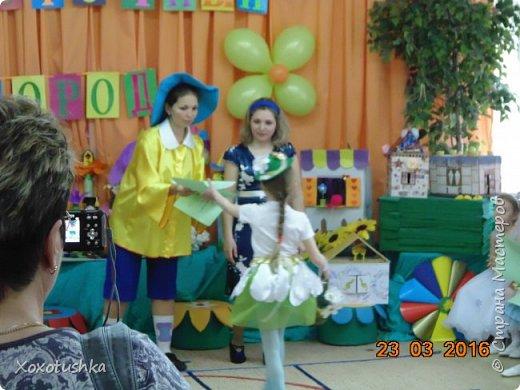 """Моя девочка в шляпке))) Вот что получилось. Моделировала костюм на конкурс-дефиле в номинации """"костюм Ромашки"""".  фото 2"""