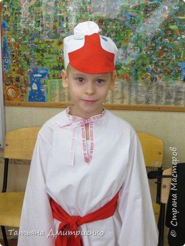 """Всем,здравствуйте!У нас в школе проходил фестиваль""""Народы Поволжья"""".Классы представляли национальности ,живущие у нас,в Поволжье. Наш класс представлял Украину.Костюмы делали сами,так как готовых мы не нашли.Веночки получились очень яркие и красивые. фото 25"""