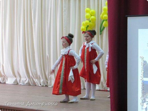 """Всем,здравствуйте!У нас в школе проходил фестиваль""""Народы Поволжья"""".Классы представляли национальности ,живущие у нас,в Поволжье. Наш класс представлял Украину.Костюмы делали сами,так как готовых мы не нашли.Веночки получились очень яркие и красивые. фото 27"""