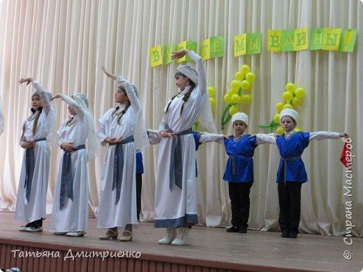 """Всем,здравствуйте!У нас в школе проходил фестиваль""""Народы Поволжья"""".Классы представляли национальности ,живущие у нас,в Поволжье. Наш класс представлял Украину.Костюмы делали сами,так как готовых мы не нашли.Веночки получились очень яркие и красивые. фото 31"""