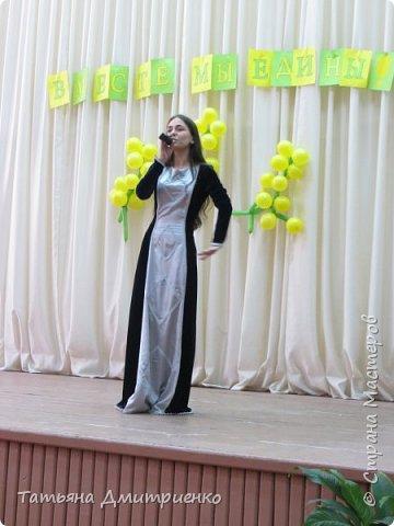 """Всем,здравствуйте!У нас в школе проходил фестиваль""""Народы Поволжья"""".Классы представляли национальности ,живущие у нас,в Поволжье. Наш класс представлял Украину.Костюмы делали сами,так как готовых мы не нашли.Веночки получились очень яркие и красивые. фото 32"""