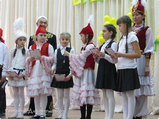 """Всем,здравствуйте!У нас в школе проходил фестиваль""""Народы Поволжья"""".Классы представляли национальности ,живущие у нас,в Поволжье. Наш класс представлял Украину.Костюмы делали сами,так как готовых мы не нашли.Веночки получились очень яркие и красивые. фото 33"""