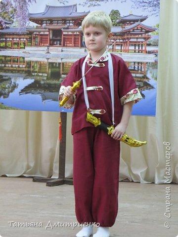 """Всем,здравствуйте!У нас в школе проходил фестиваль""""Народы Поволжья"""".Классы представляли национальности ,живущие у нас,в Поволжье. Наш класс представлял Украину.Костюмы делали сами,так как готовых мы не нашли.Веночки получились очень яркие и красивые. фото 37"""