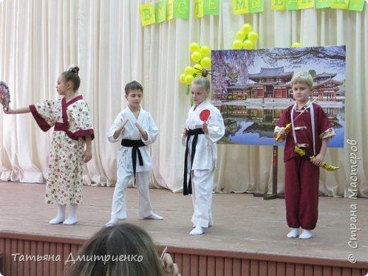 """Всем,здравствуйте!У нас в школе проходил фестиваль""""Народы Поволжья"""".Классы представляли национальности ,живущие у нас,в Поволжье. Наш класс представлял Украину.Костюмы делали сами,так как готовых мы не нашли.Веночки получились очень яркие и красивые. фото 39"""