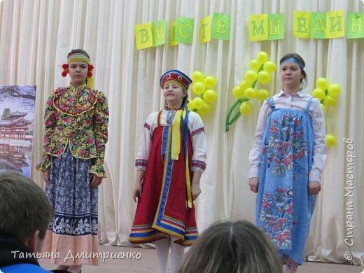 """Всем,здравствуйте!У нас в школе проходил фестиваль""""Народы Поволжья"""".Классы представляли национальности ,живущие у нас,в Поволжье. Наш класс представлял Украину.Костюмы делали сами,так как готовых мы не нашли.Веночки получились очень яркие и красивые. фото 40"""